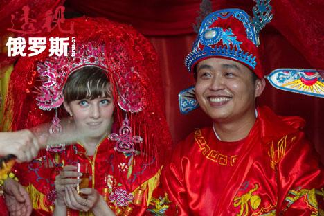 俄罗斯美女嫁给卖山寨货的中国小伙―中俄跨国婚姻